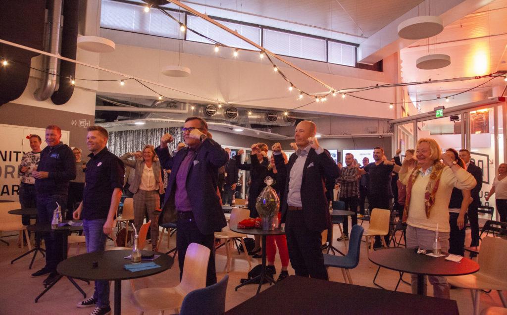 Parkki Business Parkin avajaisjuhlien yleisöä.